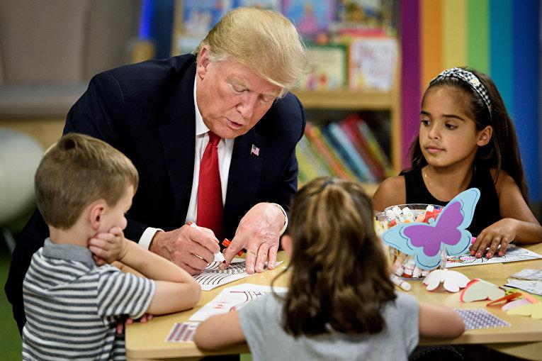 Президент США Дональд Трамп в детской больнице в городе Колумбус
