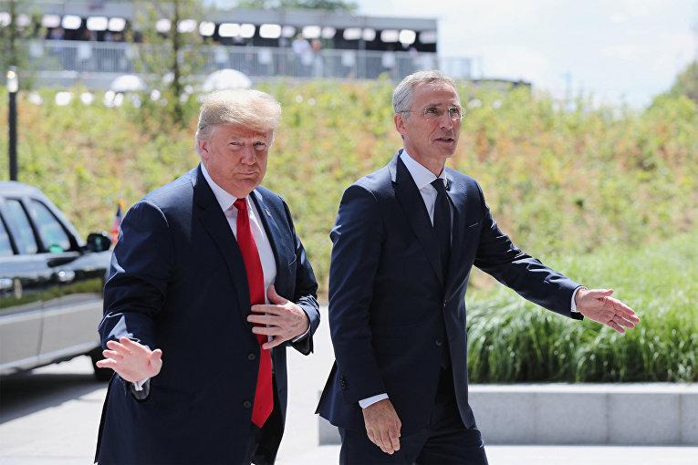 Генеральный секретарь НАТО Йенс Столтенберг встречает президента США Дональда Трампа на саммите НАТО в Брюсселе, Бельгия