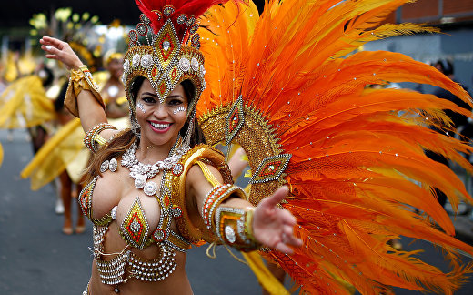 Участники карнавала «Ноттинг Хилл» в Лондоне, Великобритания