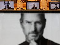 Портреты Стива Джобса в магазине электроники в Сеуле, Южная Корея