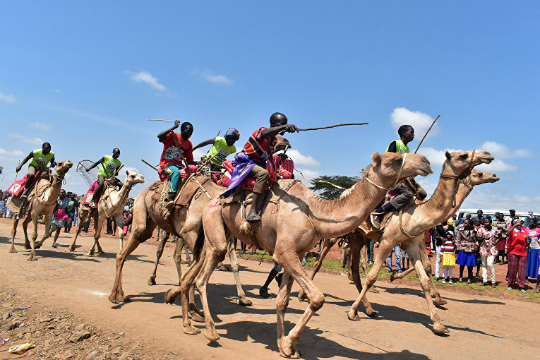 Участники верблюжей гонки в Маралале, Кения