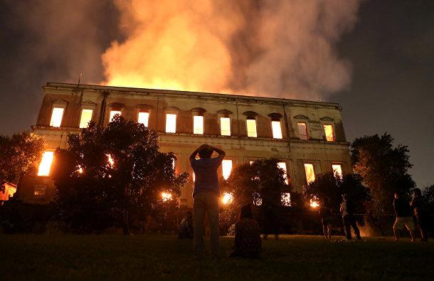 Пожар в здании Национального музея Бразилии в Рио-де-Жанейро