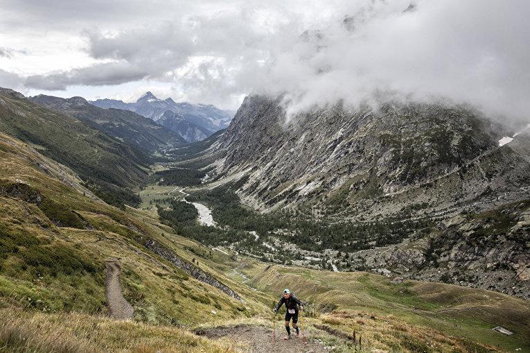 Участник ежегодного забега «Монблан Ультратрейл» длинной в 170 км