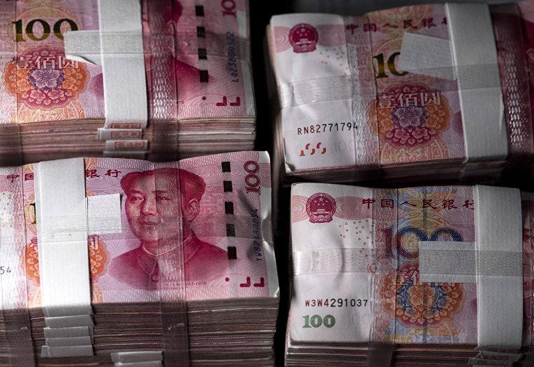 Банкноты по 100 китайских юаней