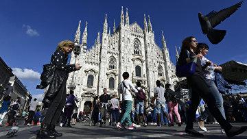 Кафедральным собор Милана на площади Пьяцца-дель-Дуомо