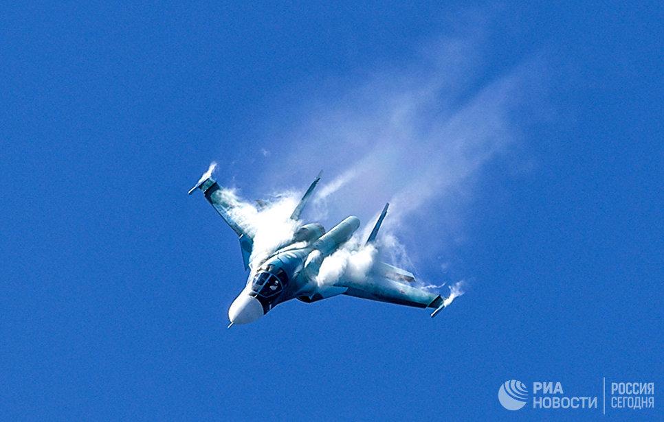 Истребитель-бомбардировщик Су-34 на IV Международном военно-техническом форуме «Армия-2018»