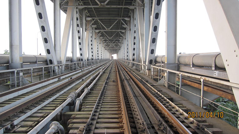 Железнодорожный мост в Ханое, Вьетнам