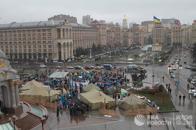 Массовый протест на площади Независимости в Киеве и возле администрации президента Украины