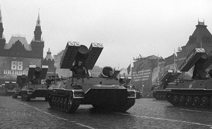 Военный парад, посвященный 68-й годовщине Великой Октябрьской социалистической революции