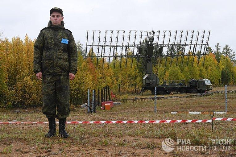 """Военнослужащий во время военных учений """"Восток-2018"""" во Владивостоке"""