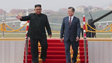Президент Южной Кореи Мун Чжэ Ин и северокорейский лидер Ким Чен Ын