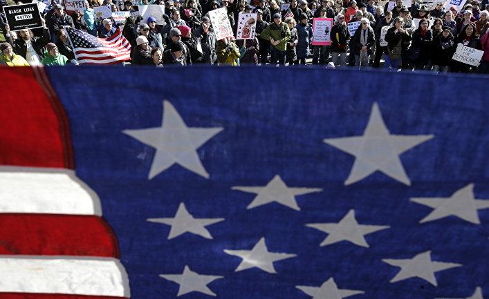 Акция протеста против российского вмешательства в выборы президента США в Бостоне