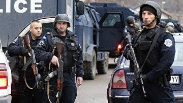 Полиция на блок-посту в сербской части Митровицы
