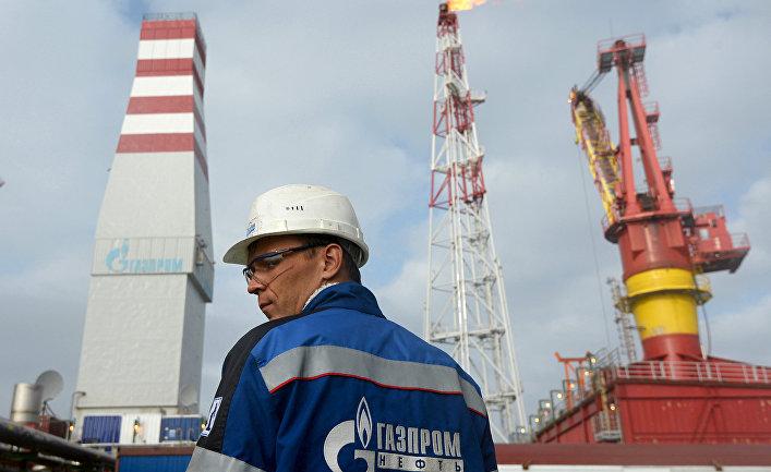 Сотрудник ледостойкой нефтяной платформы «Приразломная»