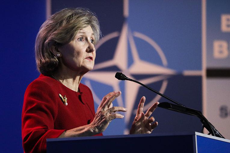 Представитель США в НАТО Кэй Бэйли Хатчисон выступает в штаб-квартире НАТО
