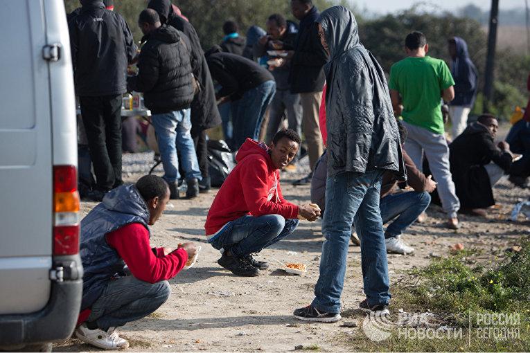 В лагере беженцев в Кале во Франции