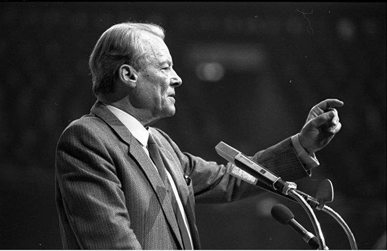 Вилли Брандт на встрече СДПГ в 1983 году