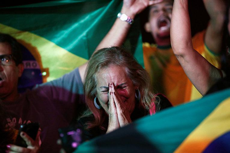 Сторонники кандидата в президенты Бразилии Жаира Болсонару в Бразилия