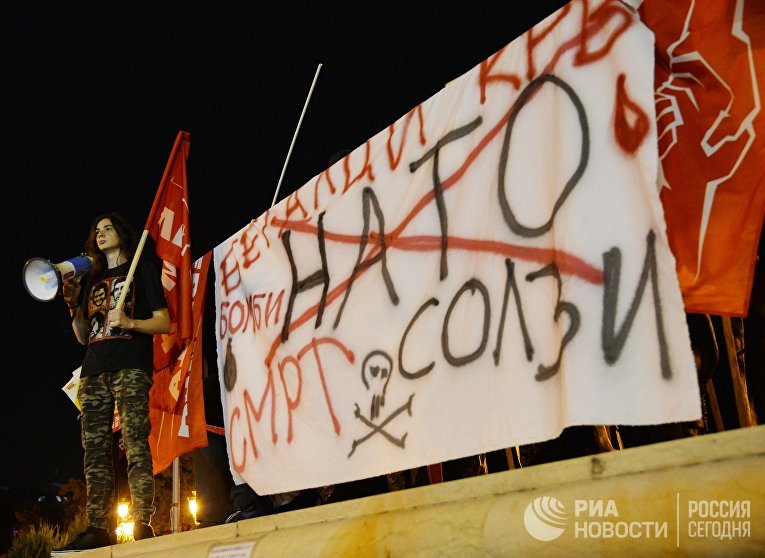 Оппозиционеры в центре города Скопье в день референдума о переименовании бывшей югославской Республики Македония в Республику Северная Македония. 30 сентября 2018
