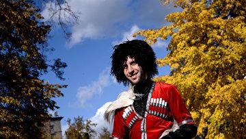 Участник осеннего фестиваля грузинской культуры икухни «Тбилисоба» всаду Эрмитаж вМоскве