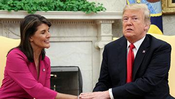 Постпред США при ООН Никки Хейли и президент США Дональд Трамп во время встречи в Вашингтоне