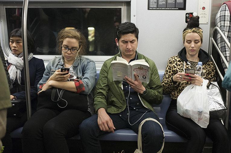 Пассажиры нью-йоркской подземки