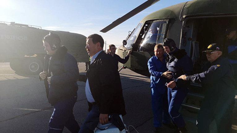 Российский космонавт Алексей Овчинин слева и астронавт НАСА Ник Хейг