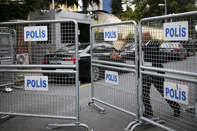 Полиция блокирует дорогу, ведущую к консульству Саудовской Аравии в Стамбуле