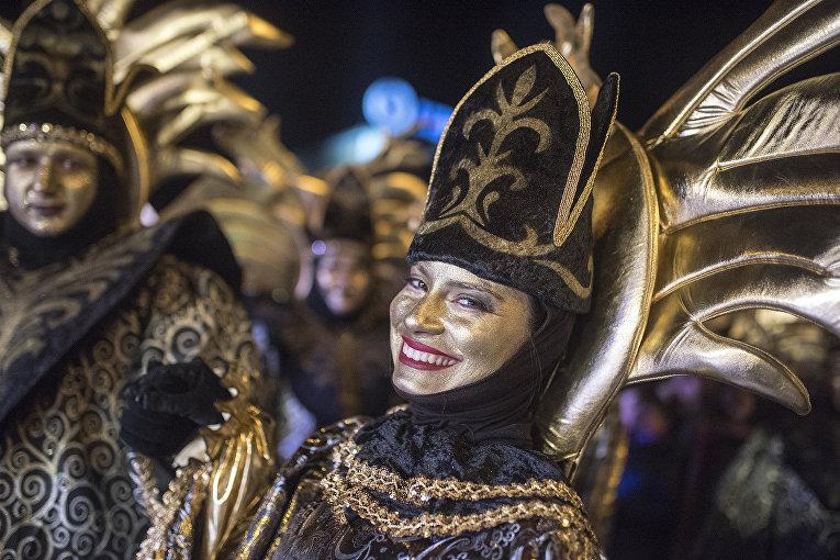 Участники карнавала, знаменующего начало православного христианского поста в Струмице