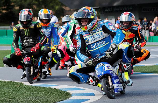 Соревнования на мини-электрических мотоциклах в Мотеги, Япония