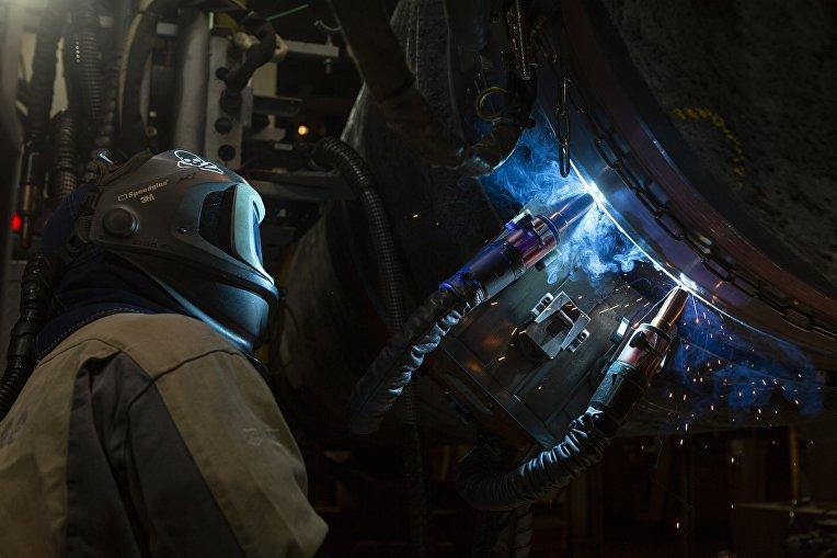 """Сварка труб для газопровода """"Северный поток-2"""" на судне Solitaire в Финском заливе. 15 октября 2018"""