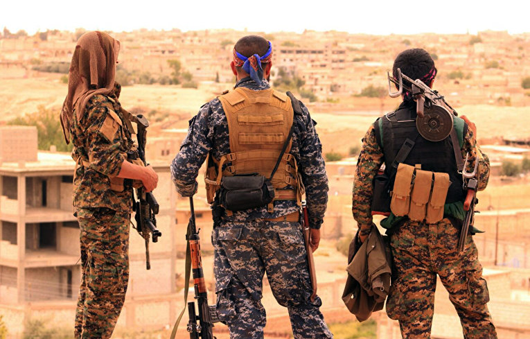 Бойцы СДС в Табке, Сирия