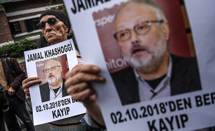 Портреты журналиста Джамала Хашогги во время демонстрации перед консульством Саудовской Аравии в Стамбуле