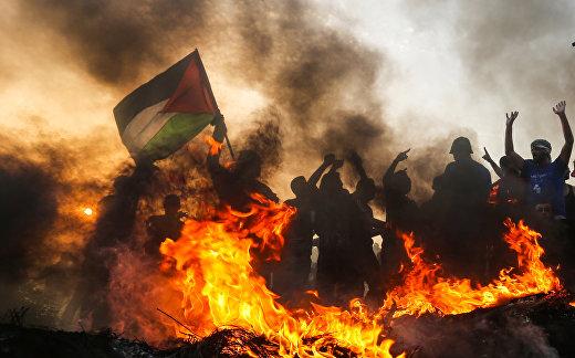 Акция протеста палестинцев на пляже у границы с Израилем на севере сектора Газы