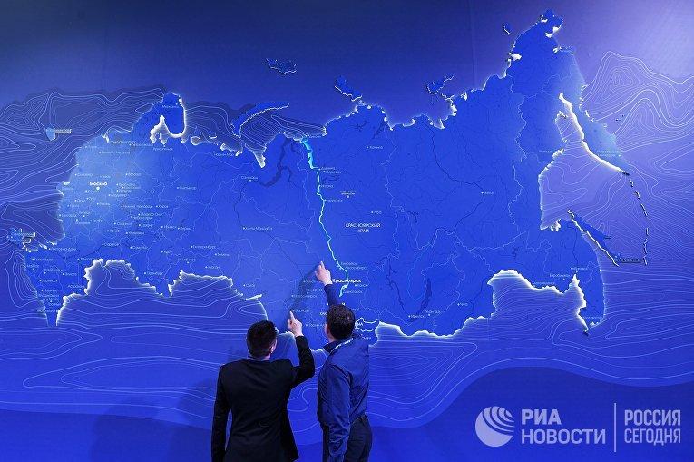 Посетители на Красноярском экономическом форуме