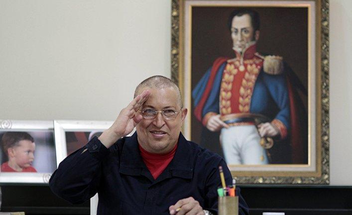Президент Венесуэлы Уго Чавес в своем офисе во дворце Мирафлорес в Каракасе. 5 августа 2011 года