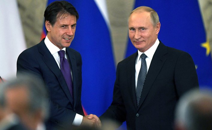 Президент РФ Владимир Путин и премьер-министр Италии Джузеппе Конте во время совместной пресс-конференции по итогам встречи. 24 октября 2018