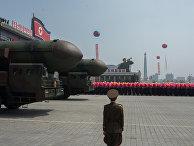 Пусковые установки межконтинентальных баллистических ракет Корейской народной армии во время парада, приуроченного к 105-й годовщине со дня рождения основателя северокорейского государства Ким Ир Сена, в Пхеньяне