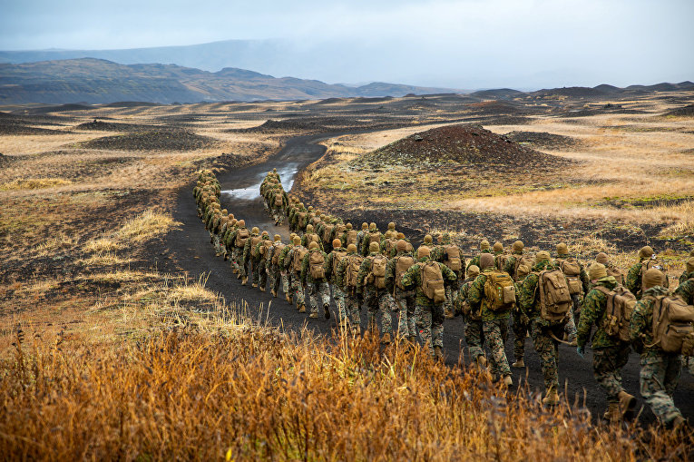 Американские морские пехотинцы во время учений Trident Juncture 2018 в Исландии