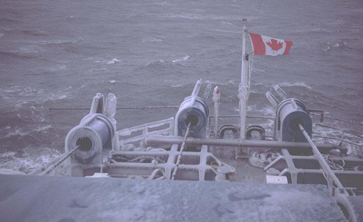 канадский исследовательский корабль в арктике