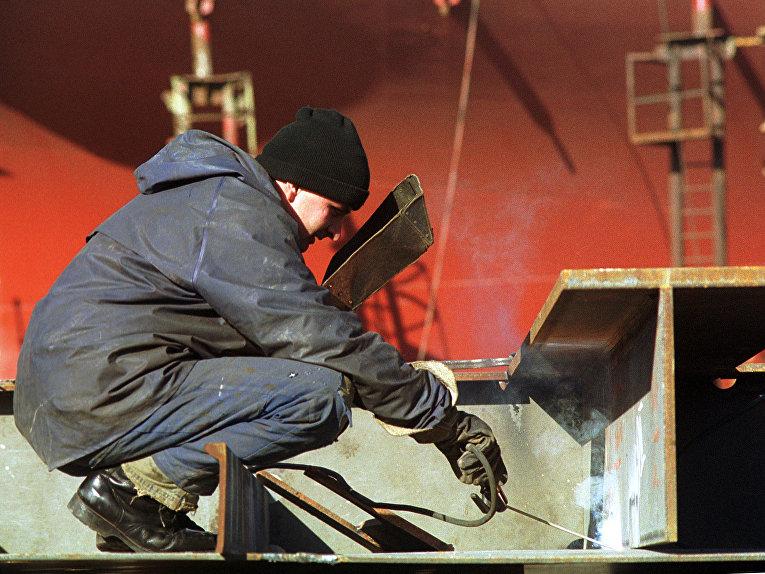 Рабочий гданьского судостроительного завода