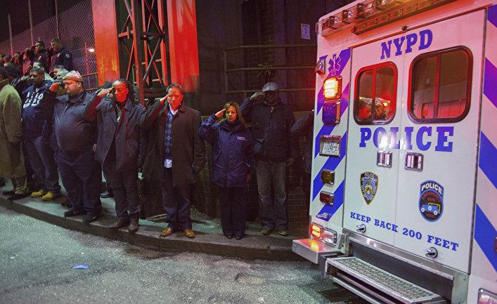 Автомобиль с телами убитых нью-йоркских полицейских