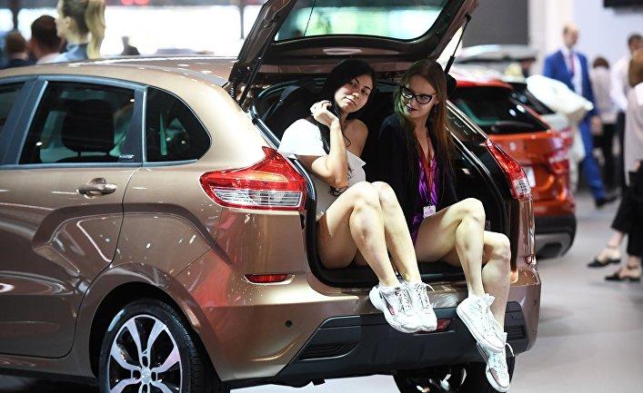 """Модели на стенде компании """"АвтоВАЗ"""" на Московском международном автомобильном салоне 2018"""