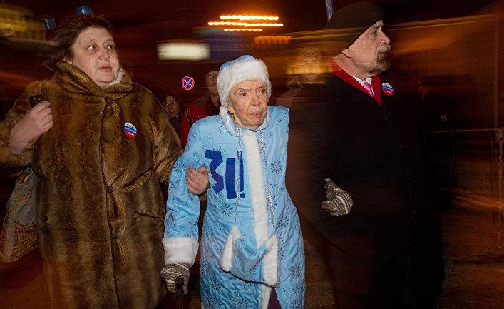 Людмила Алексеева и Лев Пономарев