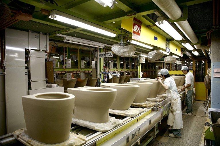 Производство унитазов в Китакюсю, Япония