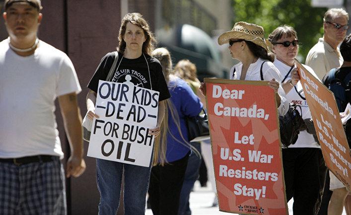 Демонстрация против депортации из Канады противников войны в Ираке
