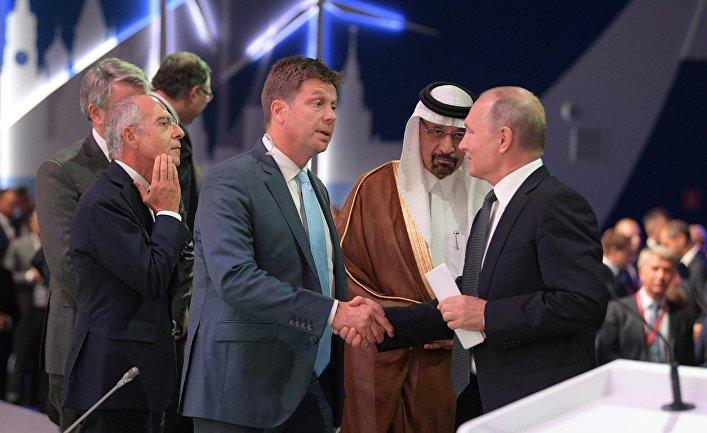 Генеральный директор Enel S.p.А. Франческо Стараче, специальный корреспондент «PBS News Hour» Райан Чилкоут, президент РФ Владимир Путин, министр энергетики Саудовской Аравии Халид аль-Фалих