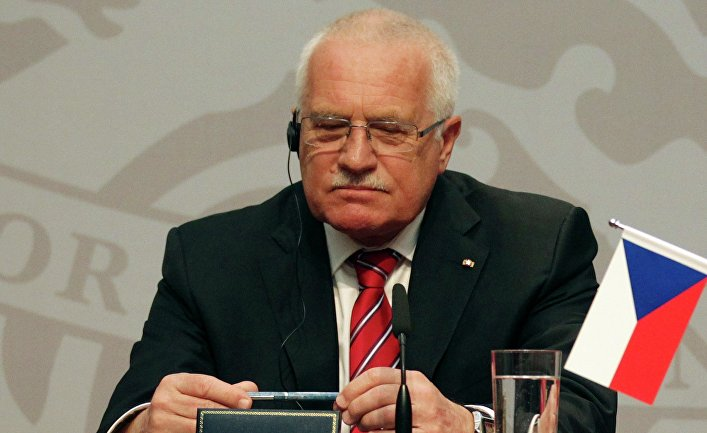 Президент Чехии ненавязчиво присвоил протокольную ручку