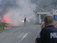Примерно 200 сербских жителей Косово вечером в среду подожгли пограничный переход Ярине, ведущий в Сербию