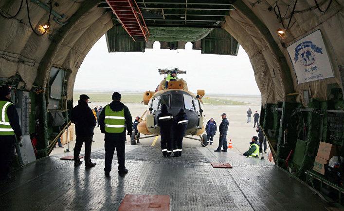 Погрузка вертолета Ми-17В-5